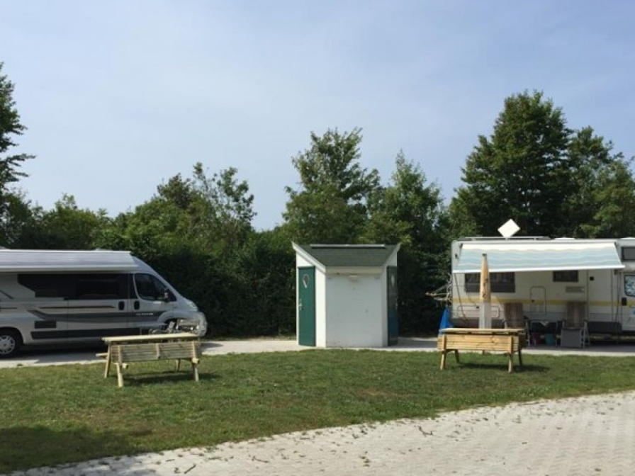 Camperplaats + prive Sanitair
