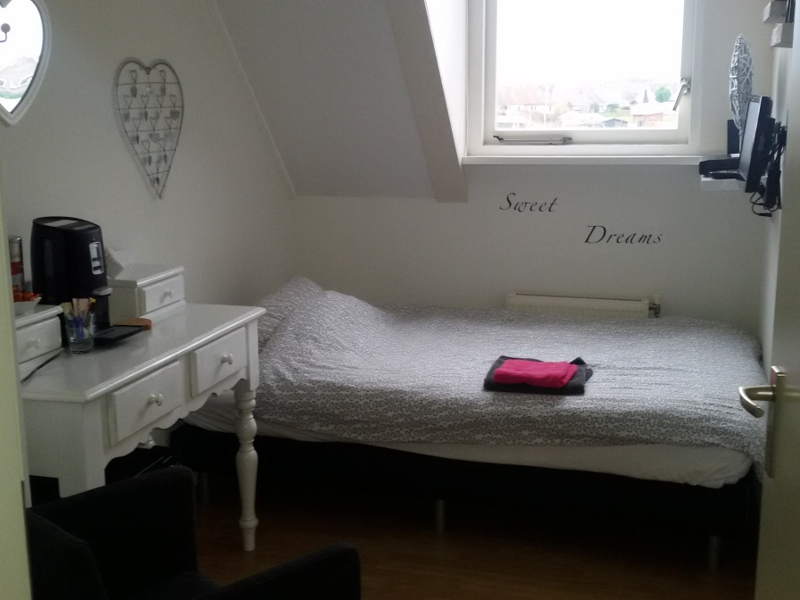 Eenpersoons kamer nr 1 met gedeelde badkamer