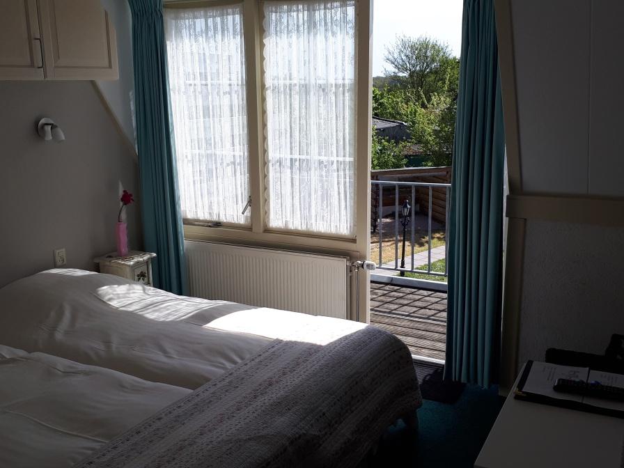 Tweepersoons kamer douche/toilet met balkon